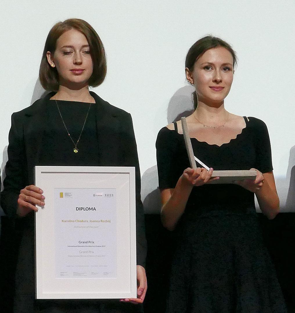 Karolina Chodura iJoanna Rozbój — laureatki Grand Prix iInagrody wkonkursie Ategorocznego biennale