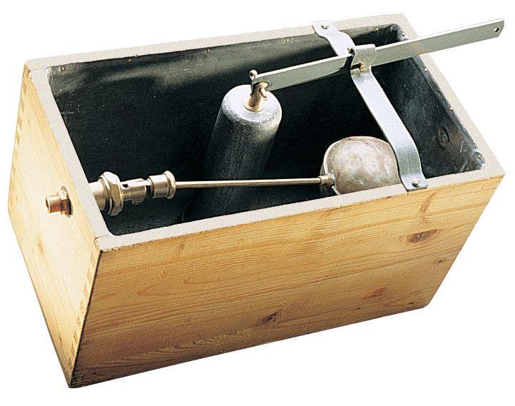 Pierwsza drewniano-ołowiana spłuczka do wc marki Gebert